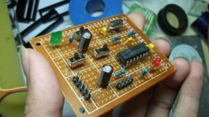 国内一牛人用74电路搭建的CPU