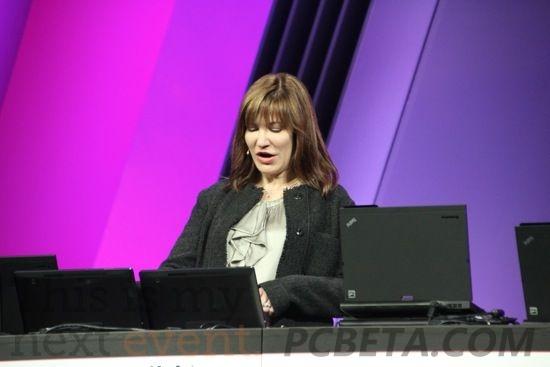 微软副总裁茱莉·拉尔森-格林(Julie Larson-Green)